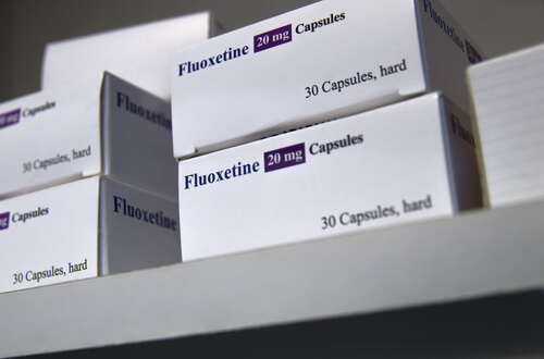 package of fluoxetine capsules