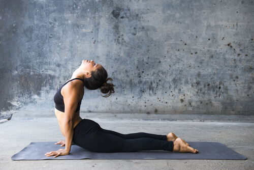 woman practicing yoga to cope with withdrawal