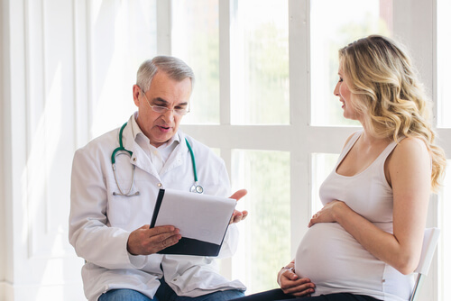 Pregnant woman visiting doctor