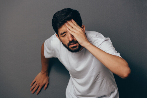 disoriented man feeling dizzy