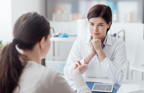 doctor and patient discussing a detox plan