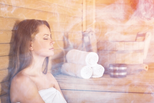 woman in sauna detoxing from cannabis