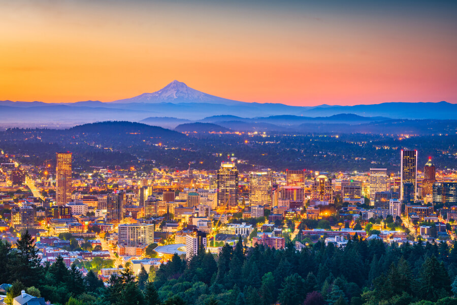 Portland, Oregon, USA skyline at dusk