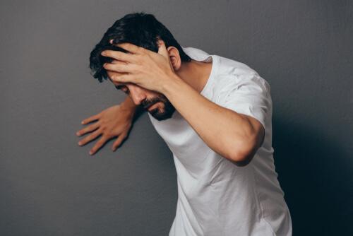 Man suffering from meloxicam dizziness