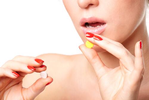woman choosing between mobic and tramadol pills