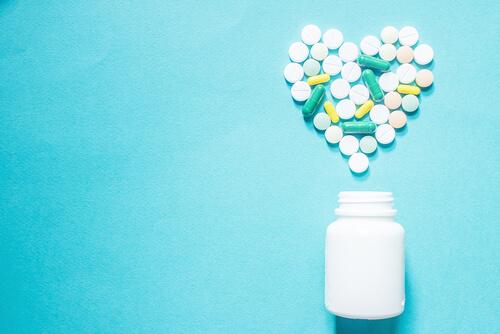 antihistamine pilla near the bottle