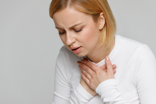 woman feeling hard to breathe