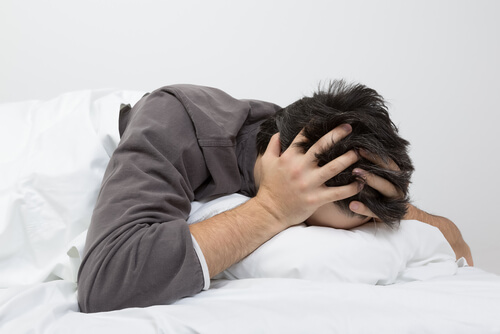 man with headache after taking SNRIs