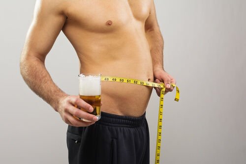 man with belly fat drinking beer