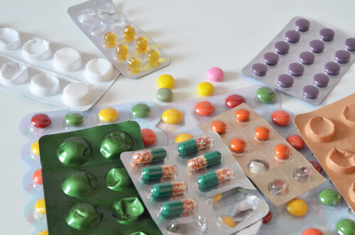 differenr drugs which can interact with Strattera