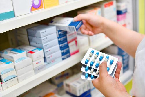 pharmacist holding a blister