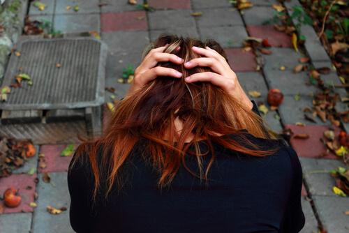 woman experiensing Remeron withdrawal symptoms