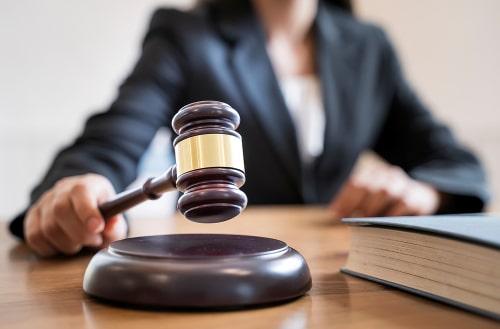 Woman judge hand holding gavel.