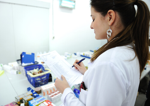 Laboratory Worker Notes Test Results