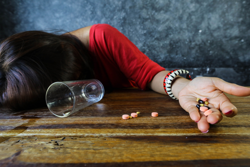 Woman overdosed on sertraline pills and alcohol.