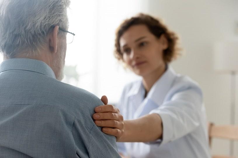 Doctor advises a patient.