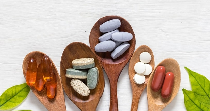 Different supplements including phenibut in wooden spoons.