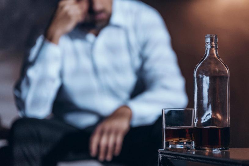 A man strugles alcohol dependence.