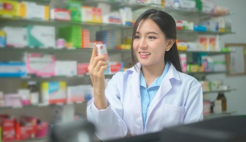 Pharmacist holding OTC Norco alternatives.