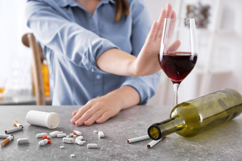 A woman says no to alcohol when taking Benadryl.