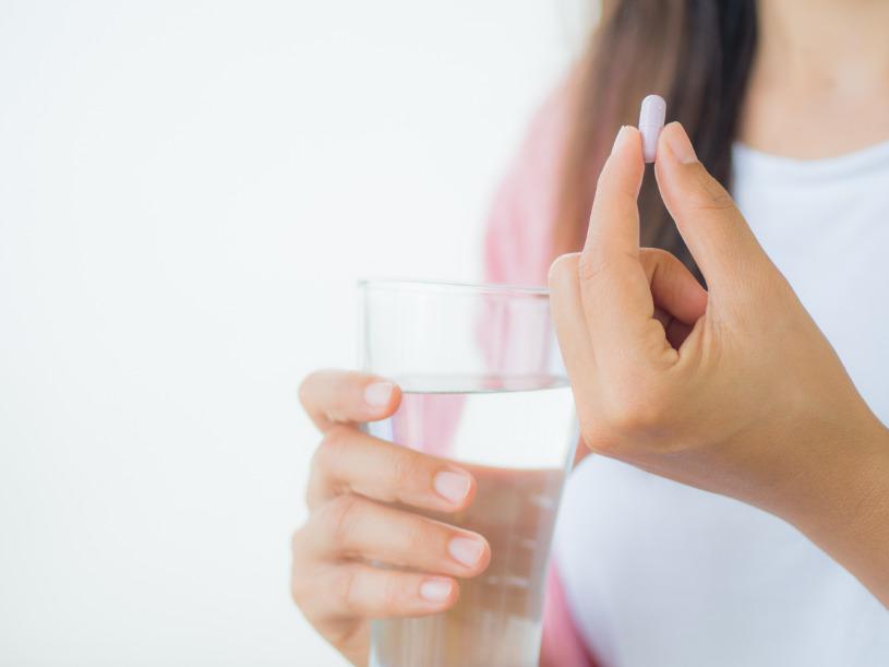 A woman takes the right dosage of Benadryl to avoid overdose.