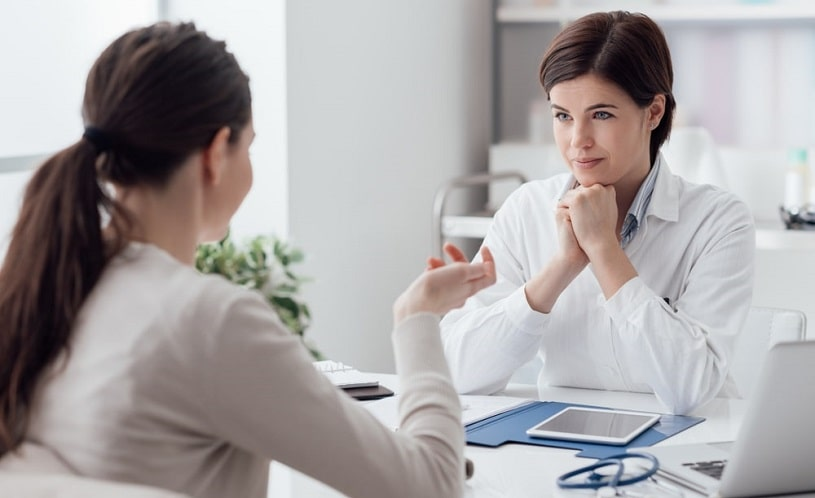 Doctor talking to a patient about Norco withdrawal.